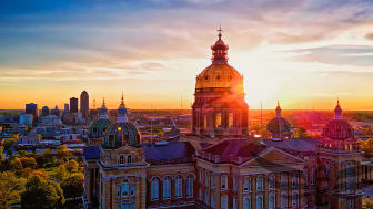 picture of Iowa state capitol building