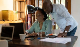 Couple looking at a computer to plan for their retirement