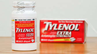 Fosston, USA - February 14, 2011:A new bottle of Extra Strength Tylenol Acetaminophen Caplets with the Safety Seal over the lid.The bottle contains 100 caplets, 500 mg each. The outside packa