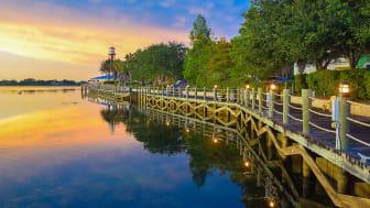 picture of boardwalk along waterway in Florida