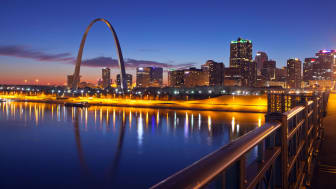 picture of St. Louis skyline with arch