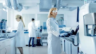 people doing research in laboratory