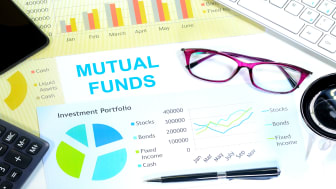 picture of mutual fund chart on desk