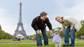 picture of a family in Paris near the Eiffel Tower