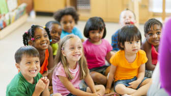 picture of preschoolers listening to a story