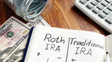 Roth IRA vs Traditional IRA written in the notepad.
