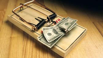 picture of mouse trap with money as the bait