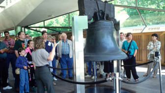 A guide lectures a group of tourists at the Liberty Bell in Philadelphia