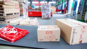 JD warehouse with packages on conveyor belt