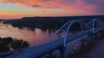 picture of Arkansas bridge over a river
