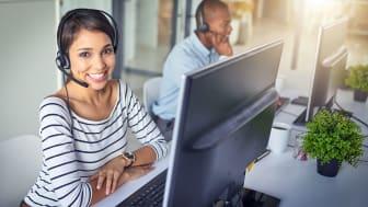 picture of a customer service representative at her desk