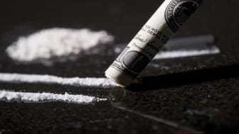 picture of lines of cocaine and rolled up dollar bill