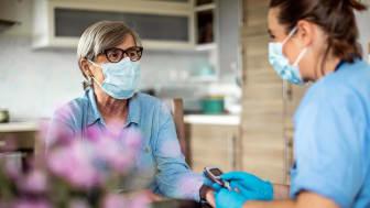 A nurse providing senior care