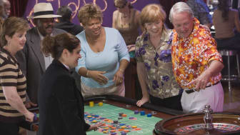 picture of gamblers at roulette table