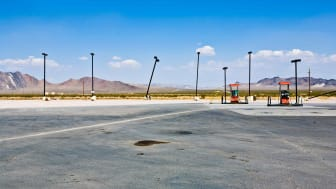 picture of a gas station in the desert