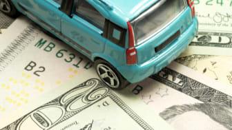 Viele Dollar Geldscheine und ein Wagen