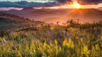 picture of sun rising over mountain in North Carolina