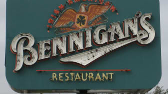 Photo of a Bennigan's restaurant sign