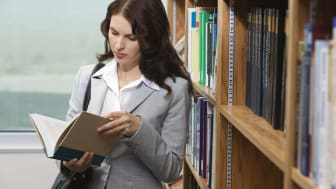 picture of woman in library