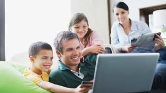picture of family shopping online