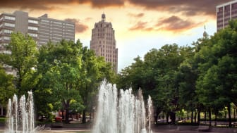 A picture of tall buildings and a fountain in Fort Wayne, Ind.