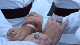 picture of West Point cadets showing their class rings