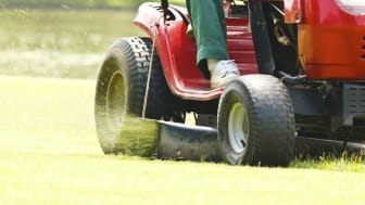 picture of riding lawnmower