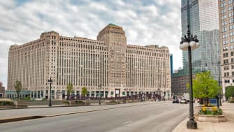 Urban landscape with view to Merchandise Mart, is a commercial building located in the downtown of Chicago, Illinois, USA