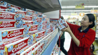 HEFEI, CHINA - APRIL 18: (CHINA OUT) A shop assistant removes Colgate toothpaste from the shelves of a supermarket on April 18, 2005 in Hefei of Anhui Province, China. U.S researchers have wa