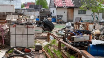A mess in the yard. View of the courtyard cluttered with belongings.