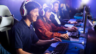 online gamers in competition