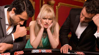 picture of unhappy gamblers at casino table