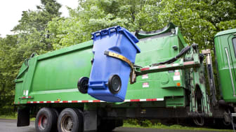 picture of a trash truck