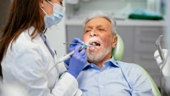 Senior at dentist