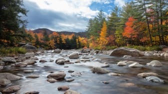 picture of river in New Hampshire in the fall