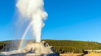 picture of geyser in Wyoming