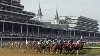 LOUISVILLE, KY - MAY 05:Horses round the first turn during the 133rd Kentucky Derby on May 5, 2007 at Churchill Downs in Louisville, Kentucky.(Photo by Jamie Squire/Getty Images)