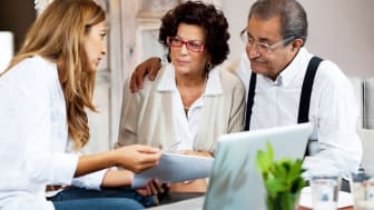 Financial consultant presents bank investments to a senior couple.Taken at iStockalypse Milan.[url=http://www.istockphoto.com/search/lightbox/9786786][img]http://dl.dropbox.com/u/40117171/cou