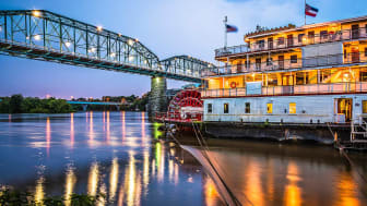 picture of riverboat on river in Tennessee