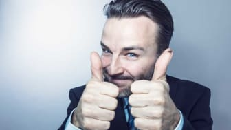 picture of man with two thumbs up