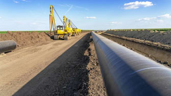 construction on oil pipeline