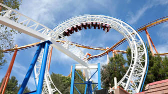 VALENCIA, CALIFORNIA - MARCH 25:Guests ride the first virtual reality coaster powered by Samsung Gear VR at Six Flags Magic Mountain on March 25, 2016 in Valencia, California.(Photo by Jonath