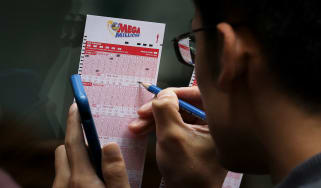 picture of man filling out Mega Millions lottery card