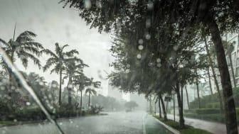 Hurricane damaging a Florida town