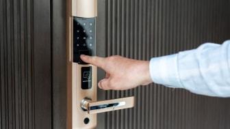 opening door with fingerprint