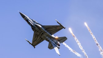 Photo of F-16 flying inverted