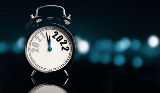 picture of alarm clock moving from 2021 to 2022