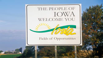 picture of welcome to Iowa road sign