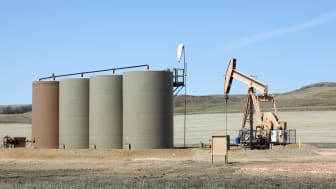 photo of oil well