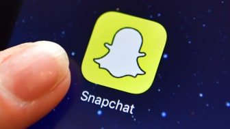 LONDON, ENGLAND - AUGUST 03: A finger is posed next to the Snapchat app logo on an iPad on August 3, 2016 in London, England.(Photo by Carl Court/Getty Images)